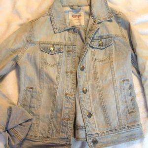 Light wash denim jacket (Jean jacket)